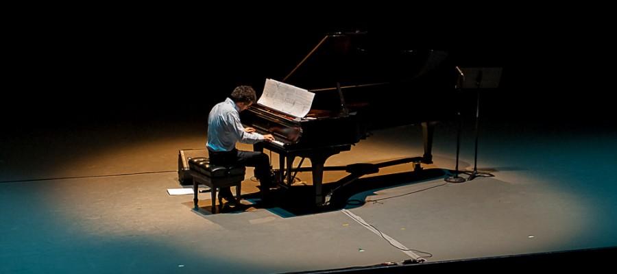 Teo Milea performing live in Toronto